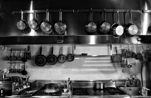 厨房機器の運搬を業者に依頼するなら【株式会社 羽機設】へ