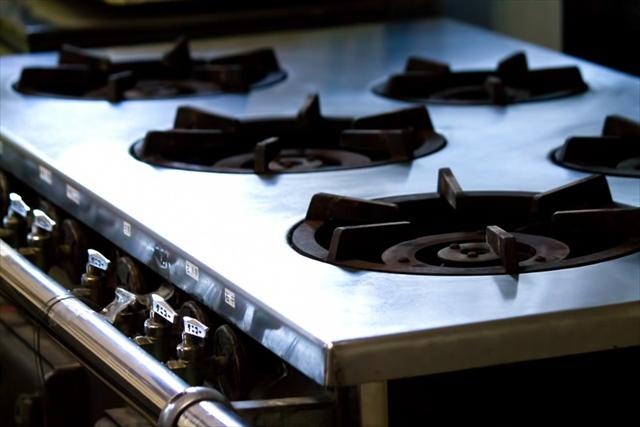 厨房機械の運搬を行う【株式会社 羽機設】では据付・設置にも対応!